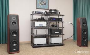 Аудиосистема: акустика Peak Consult Zoltan, компоненты Ypsilon, проигрыватель винила TW-Acustic, стойки TAOC, кабели Acrolink